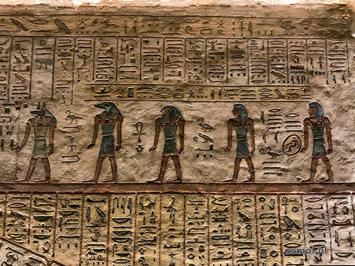 Hieroglify i zdobienia w grobowcu Ramzesa III
