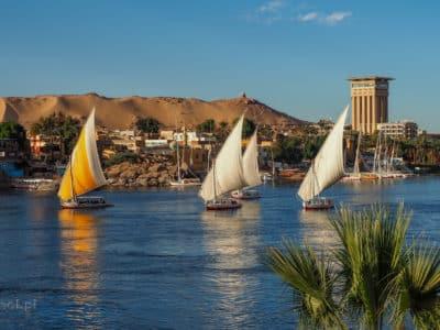 Rejs feluką po Nilu to jedna z atrakcji Aswanu. Szczególnie malowniczy jest w czasie zachodu słońca.