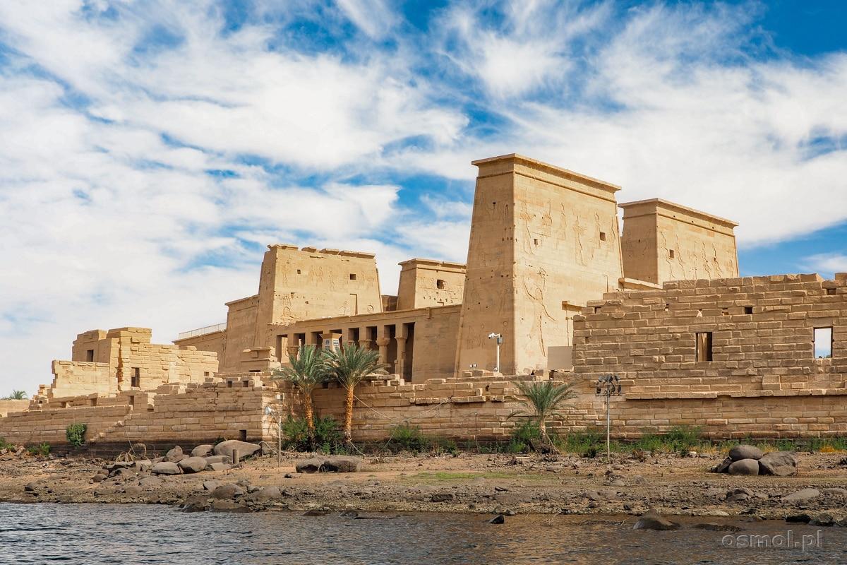 Świątynia File widziana z Jeziora Nasera