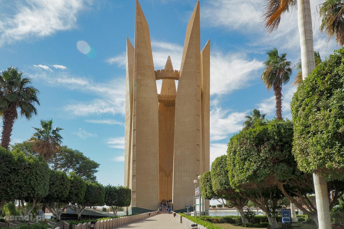 Pomnik przyjaźni egipsko-radzieckiej tuż obok Wysokiej Tamy Asuańskiej