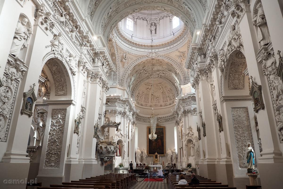 Wnętrze kościoła św. Piotra i Pawła na Antokolu w Wilnie
