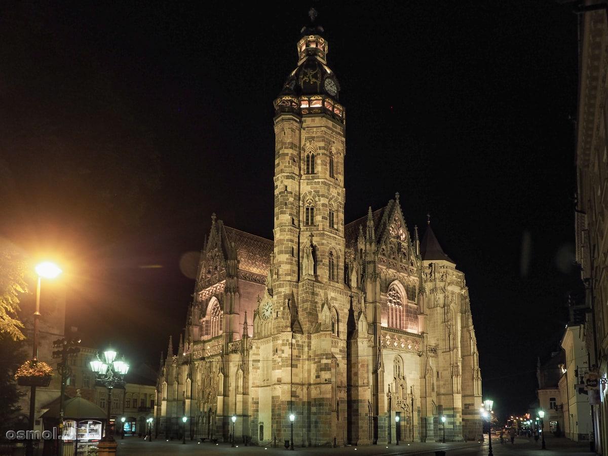 Katedra pod wezwaniem św. Elżbiety nocą