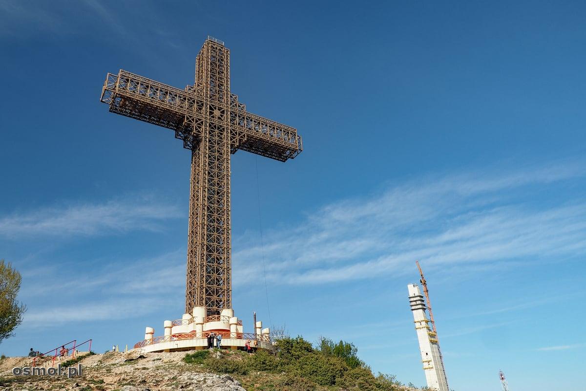 Millenium Cross czyli Krzyż Tysiąclecia postawiony na górze Vodno nad Skopje