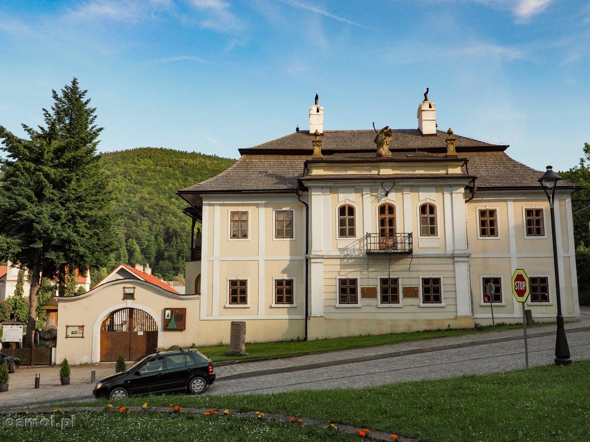 Budynek muzeum powozów w Orawskim Podzamczu