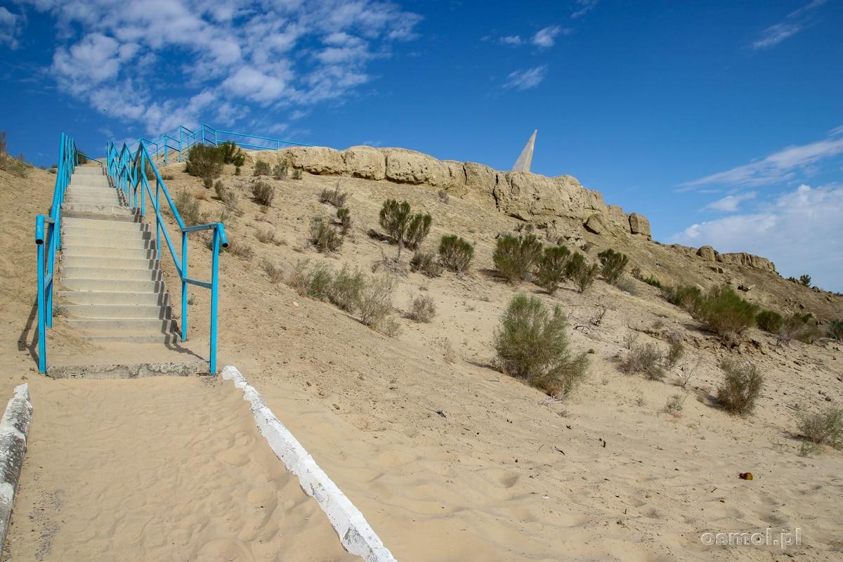 Schody prowadzące na dno dawnego jeziora. Mujniak Jezioro Aralskie