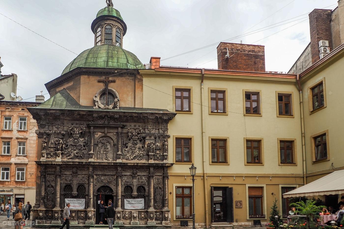 Kaplica Boimów we Lwowie widziana z zewnątrz. Na zdjęciu najbardziej ozdobna zachodnia fasada.