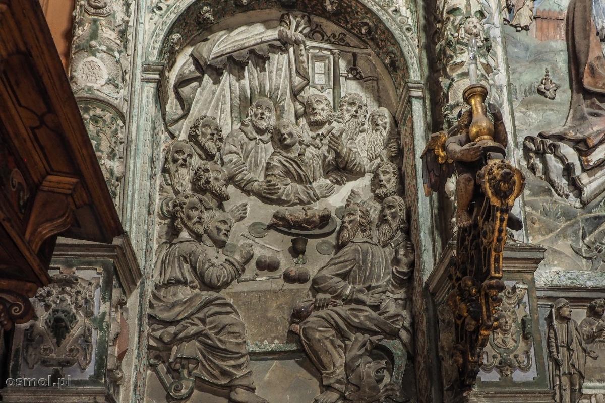 """Scena """"Ostatniej wieczerzy"""" w kaplicy Boimów. Warto spojrzeć w prawy dolny róg, gdzie pod Judaszem kły szczerzy sam diabeł."""