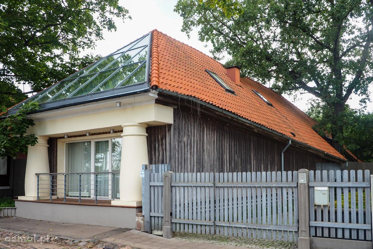 Część domów na Kipsali została przerobiona na nowoczesną modłę. Czy to wyszło domom na dobre, czy na złe, sami oceńcie.