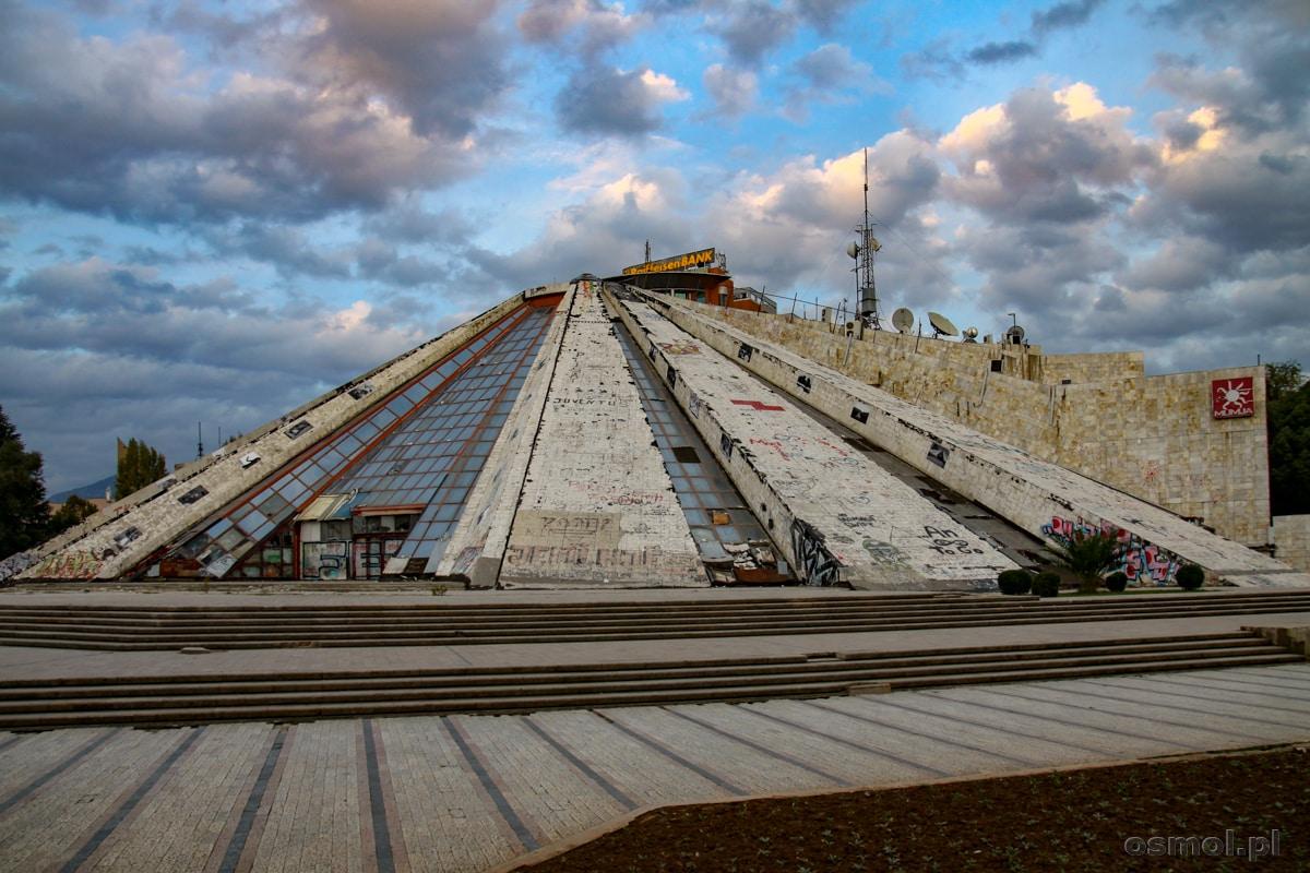 Piramida w Tiranie czyli Międzynarodowe Centrum Kultury. Ohydna pozostałość po minionej epoce.