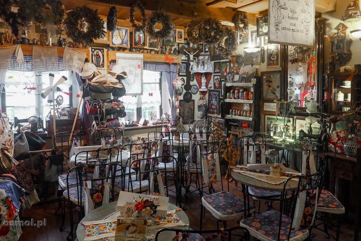 Wnętrze kawiarni U Apostołów w Chełmsku Śląskim