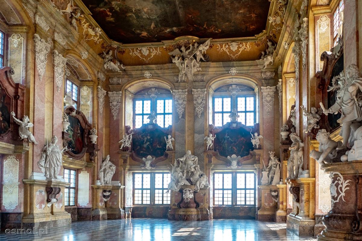 Widok na Salę Książęcą w opactwie w Lubiążu
