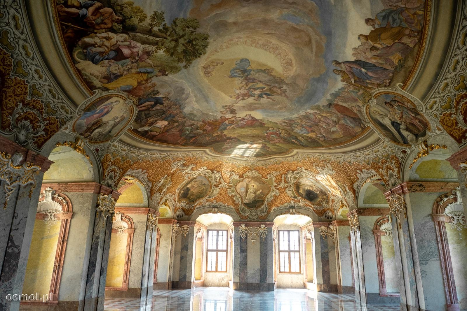 Opactwo cystersów w Lubiążu i jedna z najpiękniejszych sal. Letni refektarz