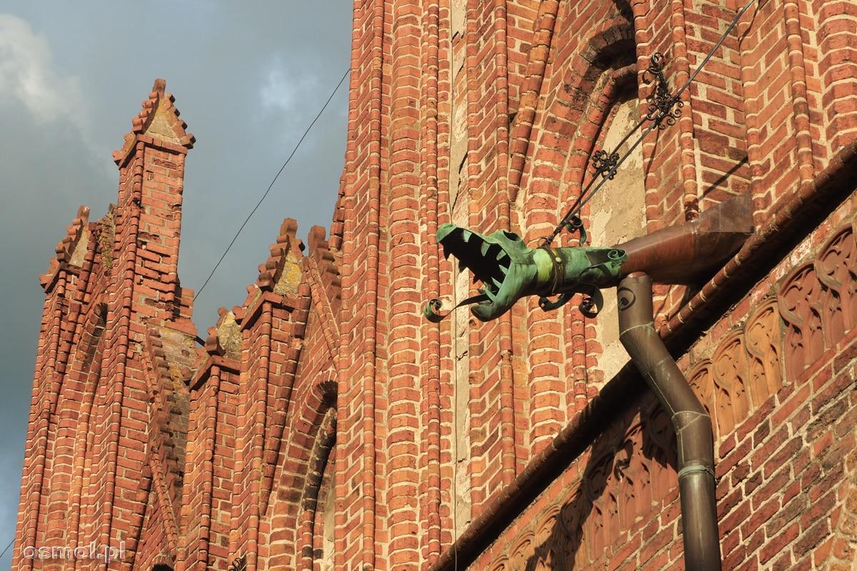 Rzygacz w kształcie smoka na kościele w Ornecie