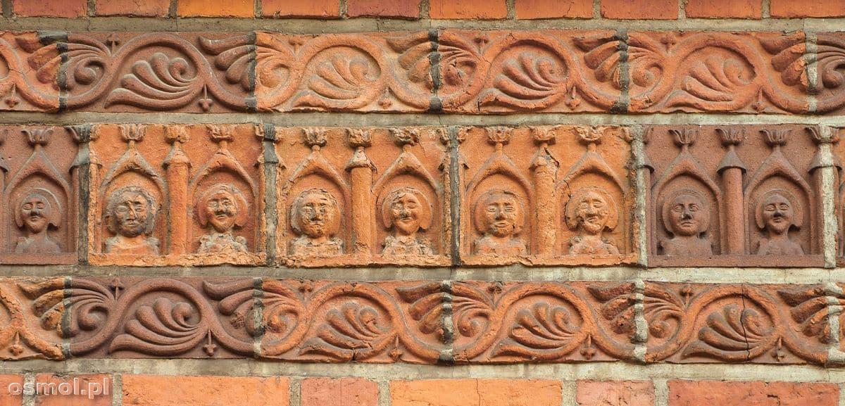 Ozdoby na ścianie kościoła w Ornecie, które zachowały się od średniowiecza do naszych czasów
