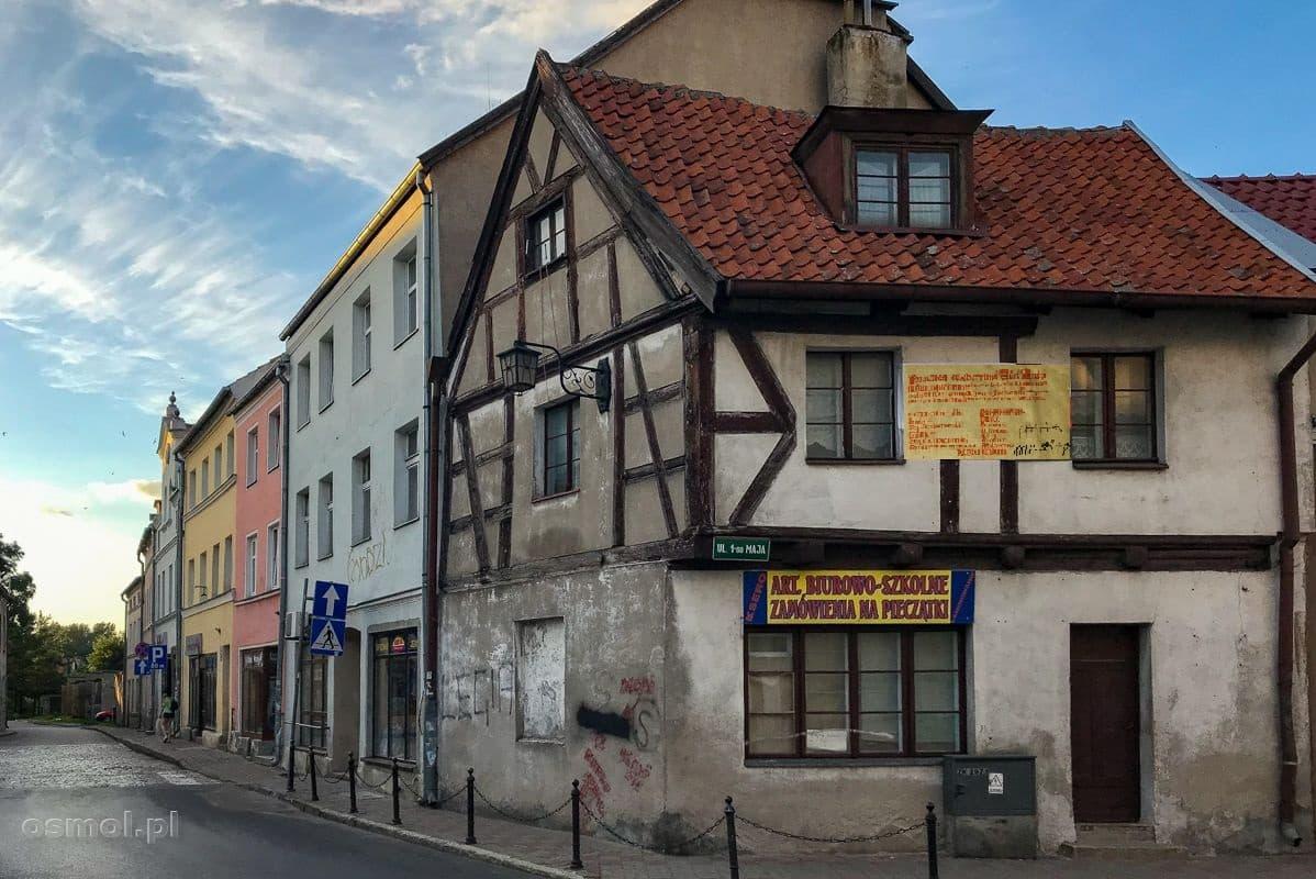 Dom w Ornecie z tradycyjnym pruskim murem