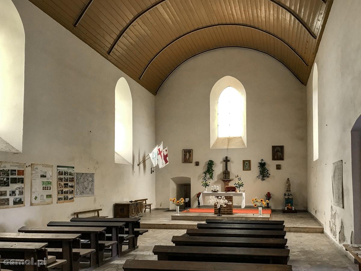 Wnętrze dzisiejszego kościoła a dawnej strażnicy krzyżackiej w Bezławkach