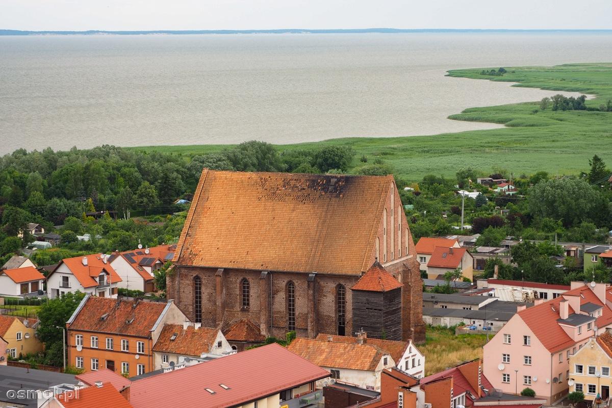 Kościół św. Mikołaja we Fromborku lata świetności ma za sobą. Wielokrotnie niszczony i odbudowywany ostatnio służył jaki kotłownia miejska