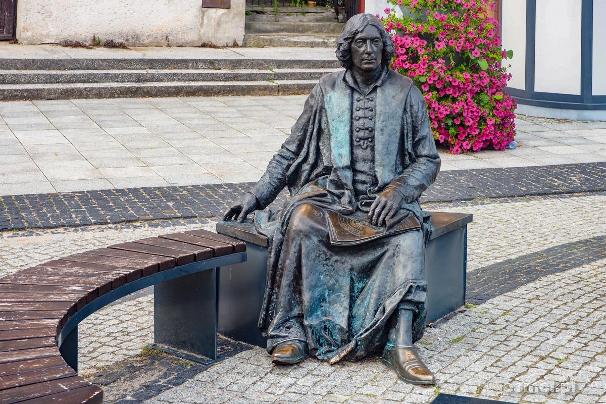 Pomnik Mikołaja Kopernika na Starym Rynku we Fromborku
