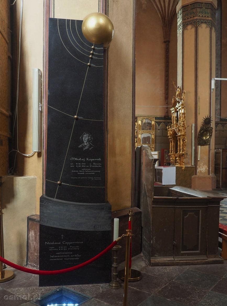 Grób Mikołaja Kopernika w archikatedrze we Fromborku