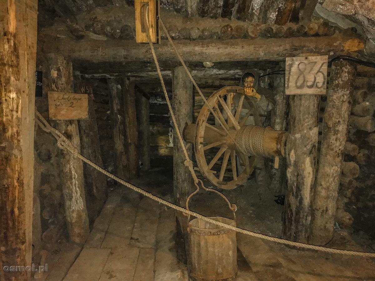 Makieta, jak dawniej transportowano sól między pokładami kopalni soli