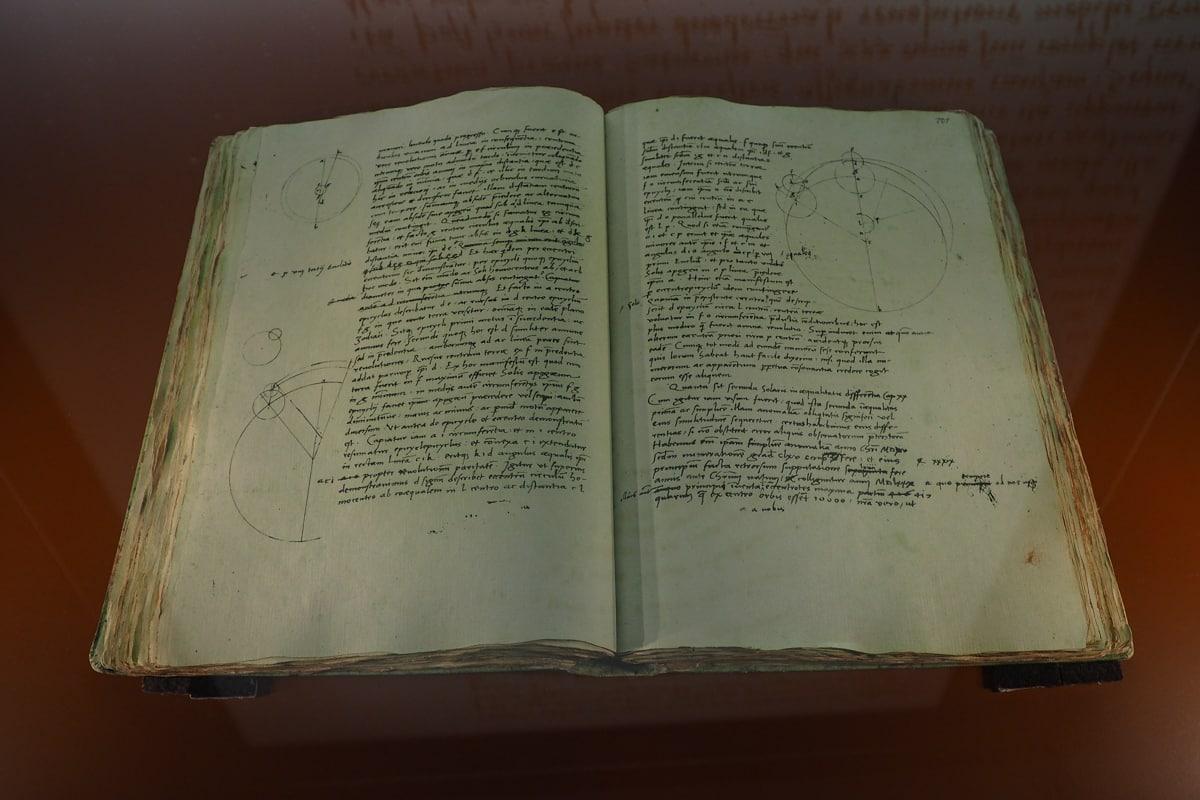 """Faksymile dzieła Kopernika """"O obrotach sfer niebieskich"""""""