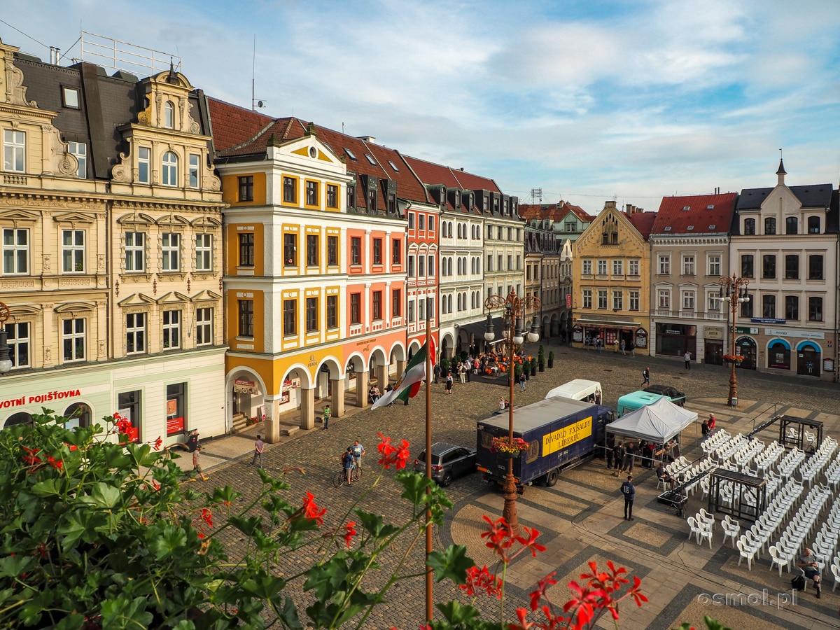Widok z balkonu ratusza w Libercu na Rynek