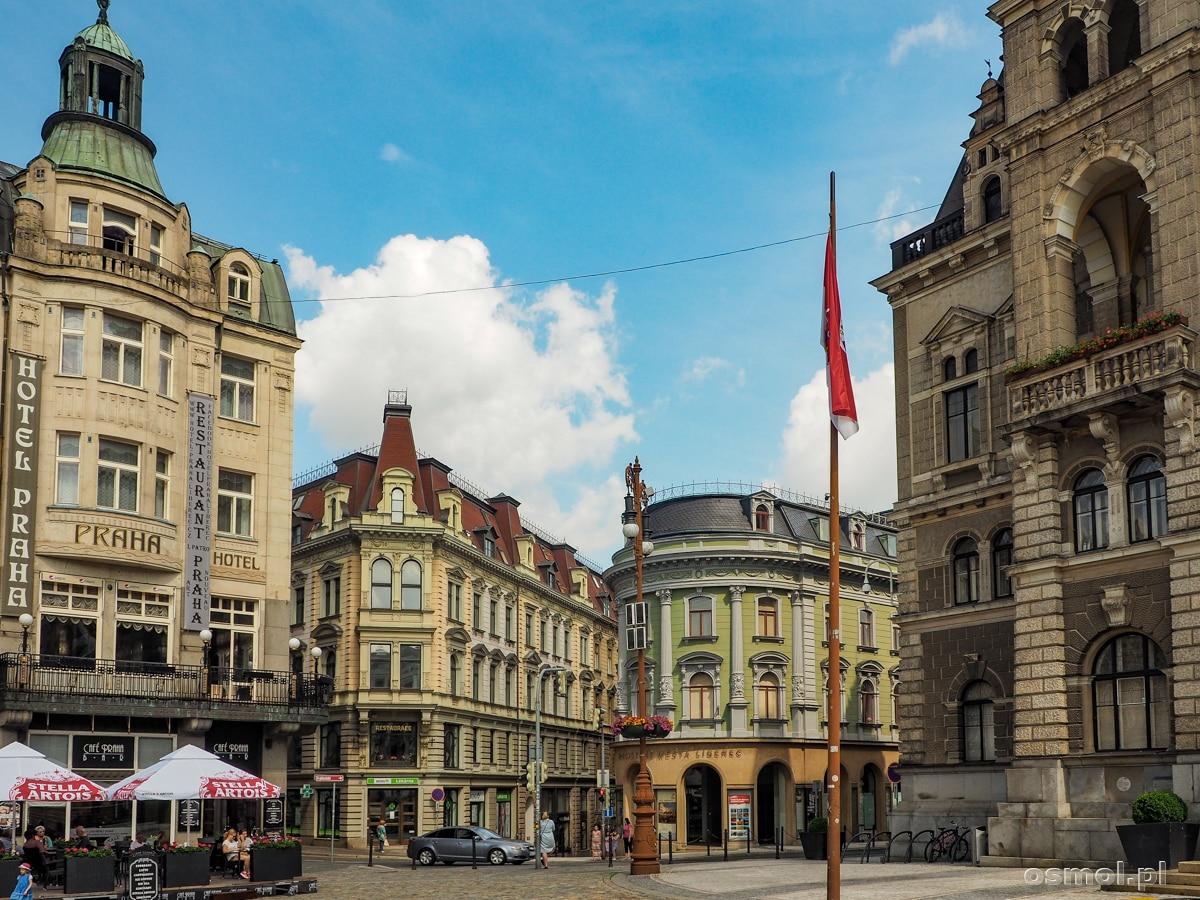 Hotel Praha i kamieniczki w Libercu na rynku