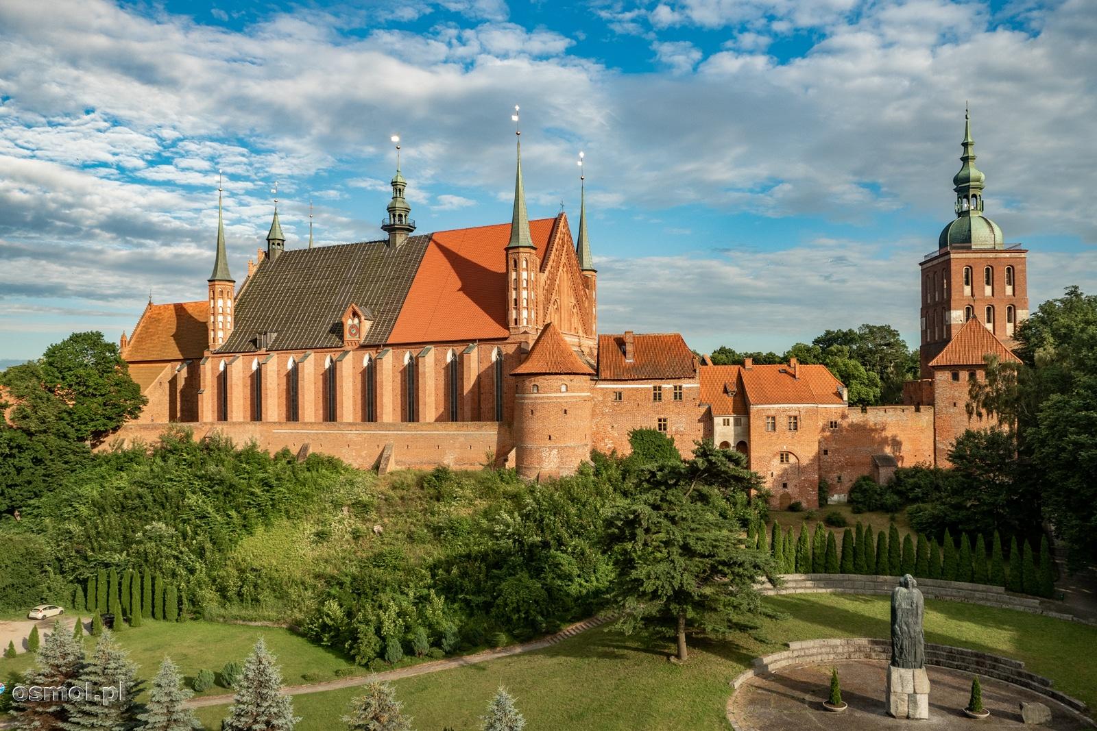 Wzgórze Katedralne we Fromborku wraz z archikatedrą na pierwszym planie