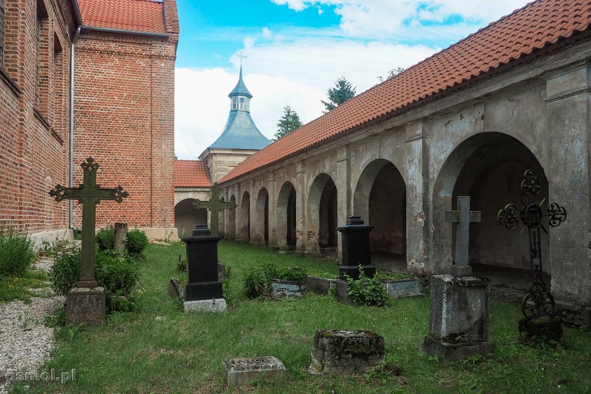 Stary przykościelny cmentarz sanktuarium w Chwalęcinie
