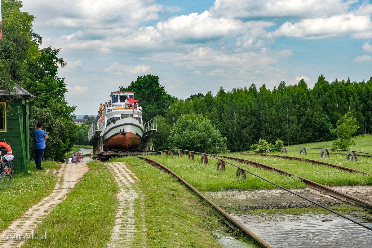 Statek na jednej z pochylni Kanału Elbląskiego