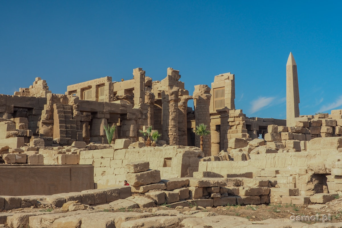 Widok na ruiny Karnaku