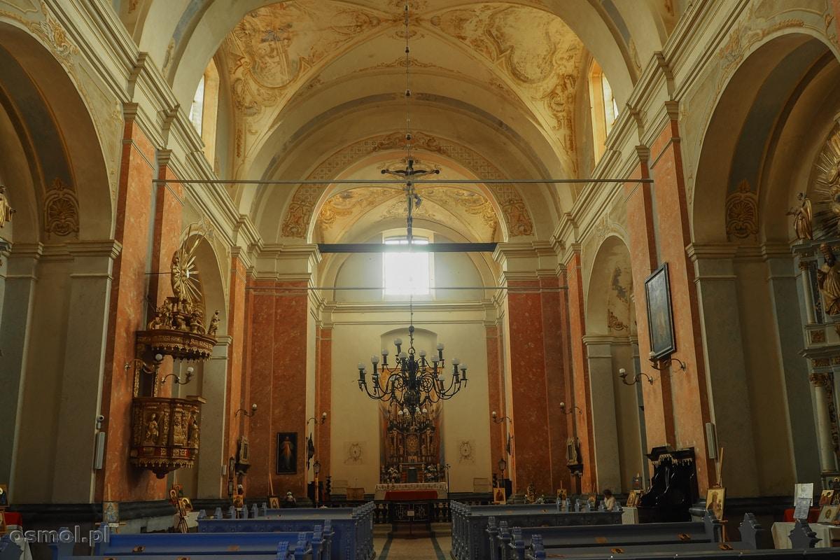 Wnętrze sanktuarium w Krośnie na Warmii