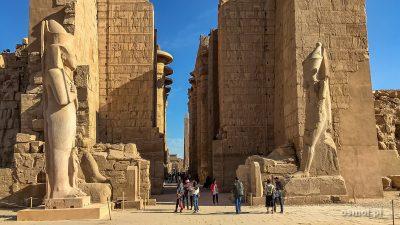 Luxor i jeden jego najpiękniejszych zabytków - świątynie Karnaku
