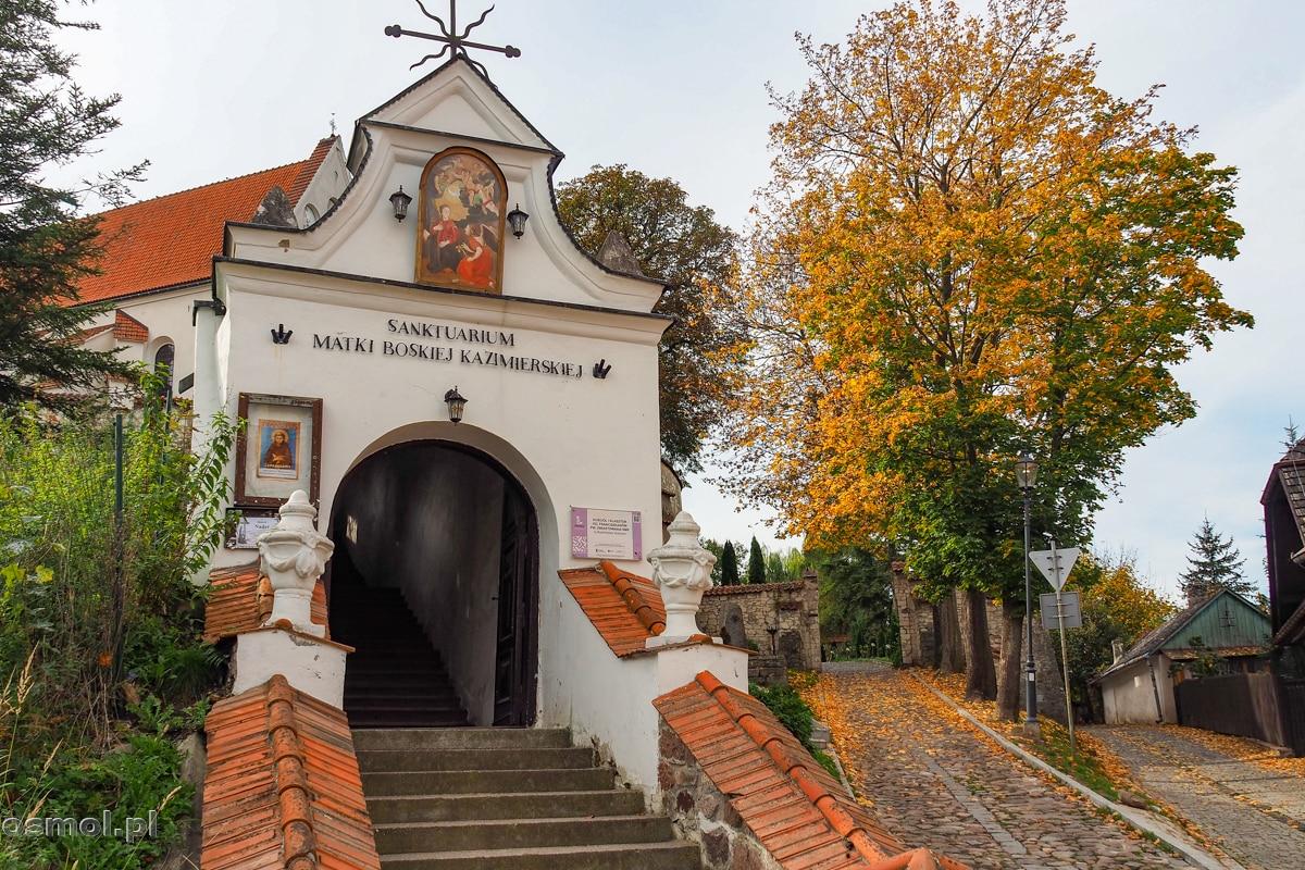 Podczas drugiej wojny światowej w klasztorze znajdowała się siedziba gestapo. Droga i dziedziniec zostały wybrukowane macewami z cmentarza żydowskiego.
