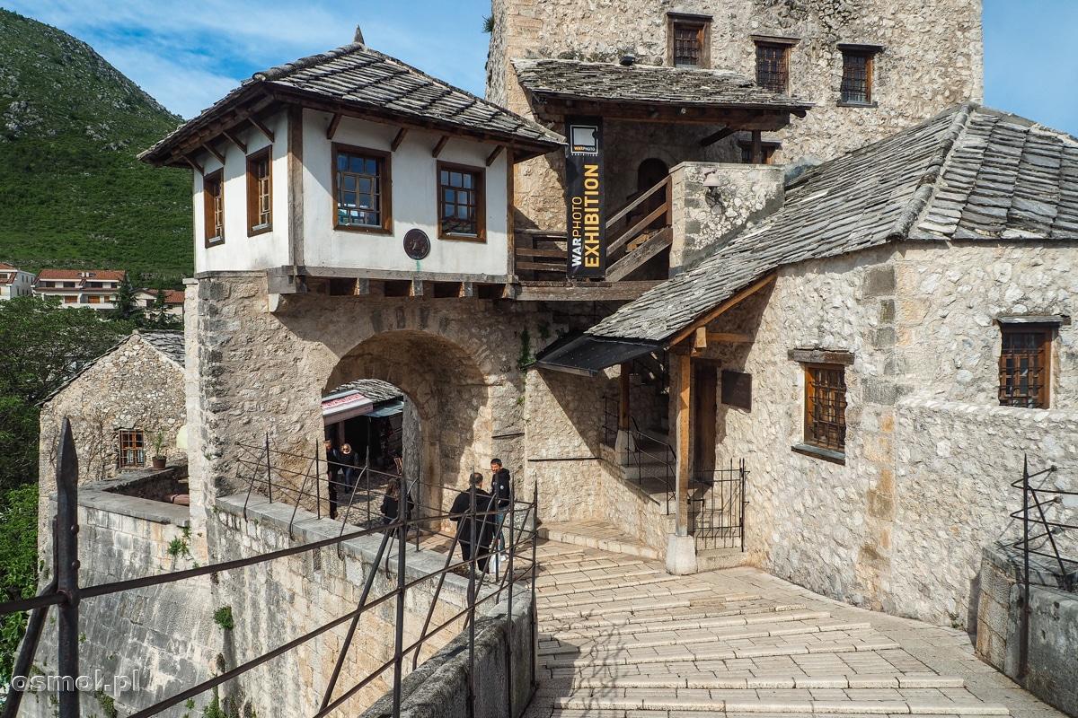 Brama na przyczółku Starego Mostu w Mostarze