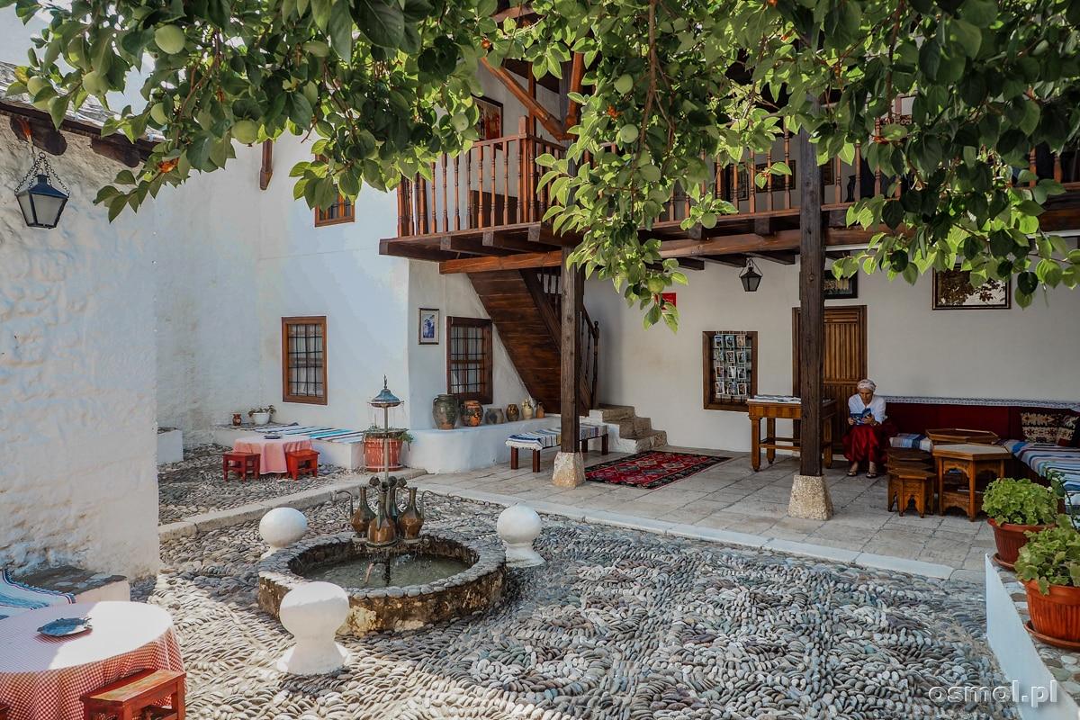 Dziedziniec tradycyjnego osmańskiego domu