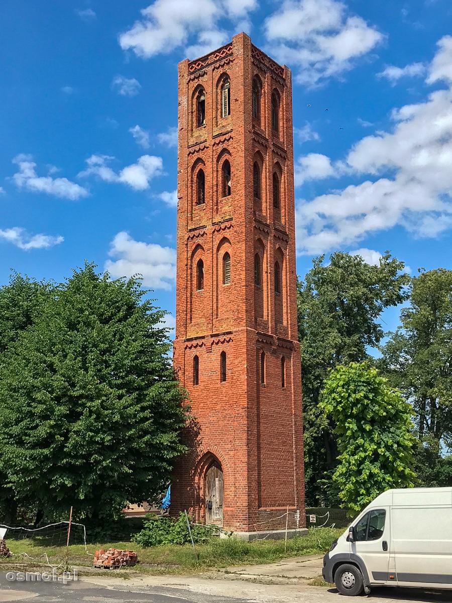 Wieża kościoła ewangelickiego. Jedyne co pozostało po dawnej świątyni