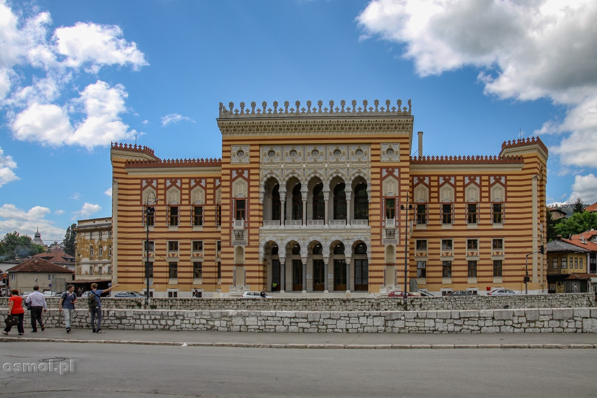 Ratusz w Sarajewie. Budynek, który przed wojną w byłej Jugosławii był biblioteką.