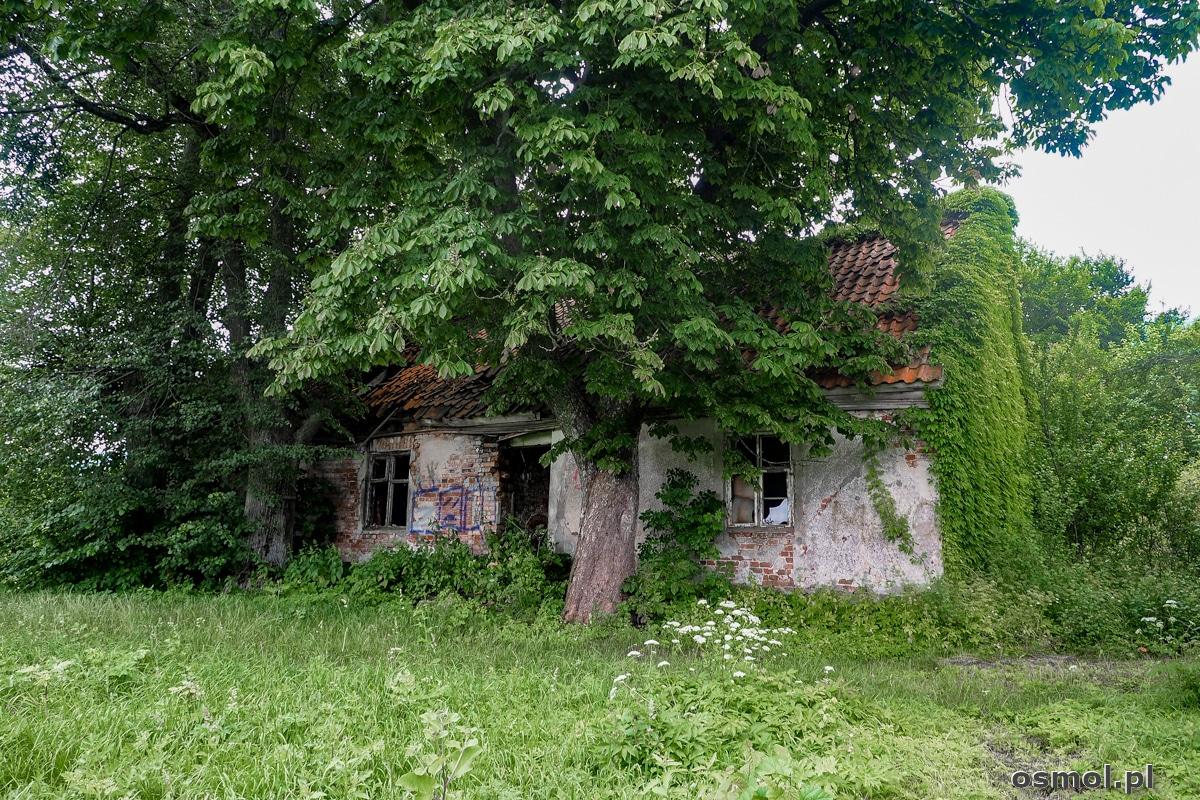 Opuszczony budynek gdzieś w okolicach Woli Lipowskiej