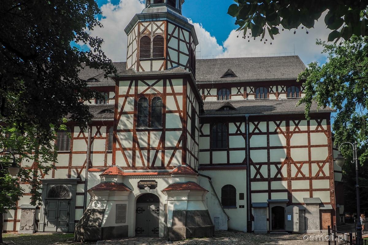 Bryła Kościoła Pokoju w Jaworze przypomina bardziej wielką stodołą niż świątynię