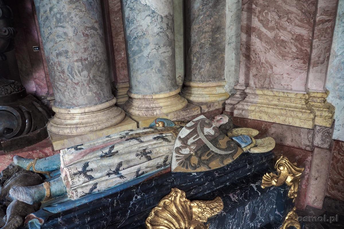 Nagrobek Bolka I - fundatora klasztoru - w mauzoleum w Krzeszowie.