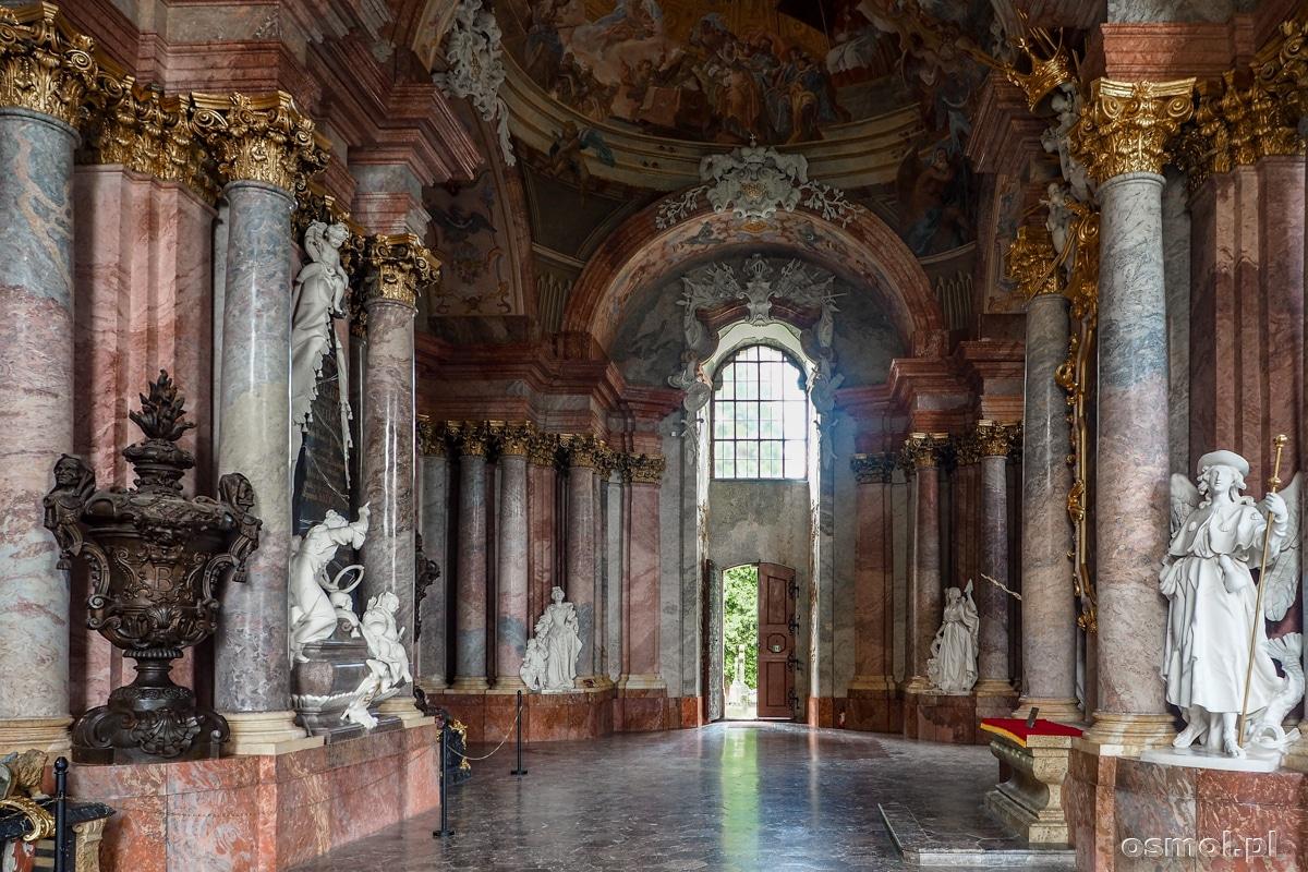Wnętrze mauzoleum Piastów Śląskich w Krzeszowie