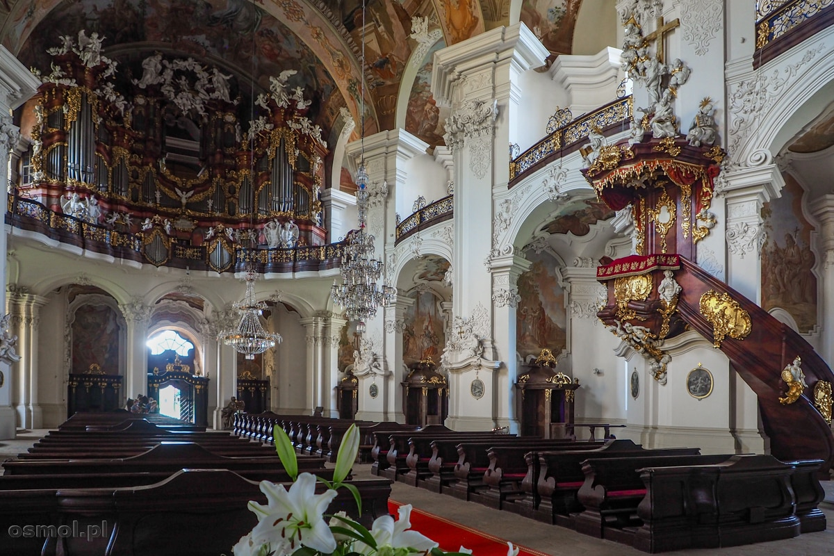 Bazylika w Krzeszowie. Ambona i prospekt organowy