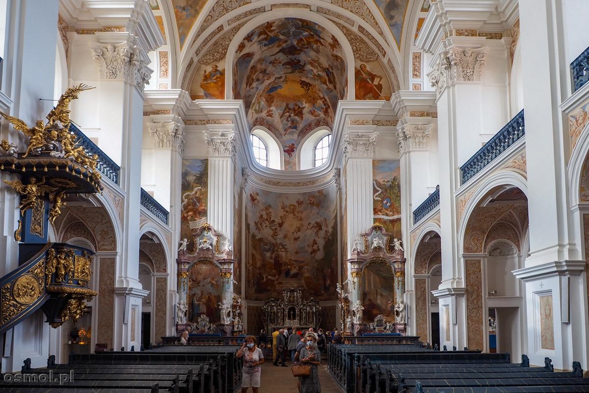 Wnętrze kościoła św. Józefa w Krzeszowie