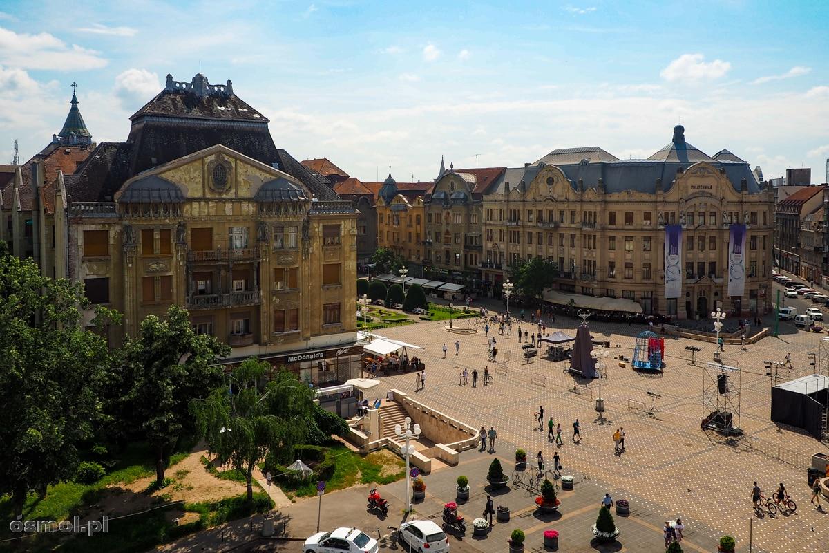 Timisoara. Widok na Plac Zwycięstwa. Po lewo Pałac Lofflerów