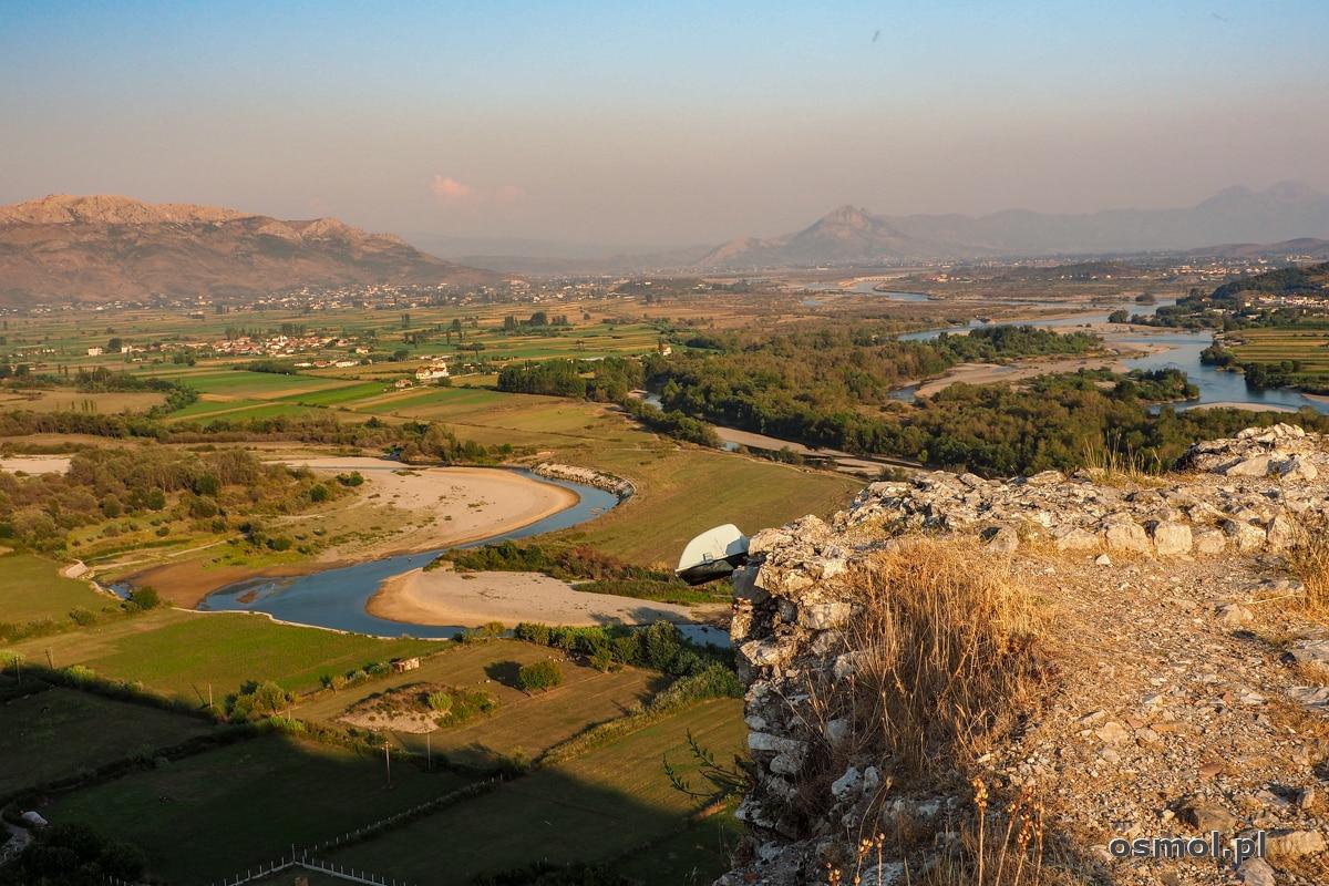 Widok na rzeki Drinę i Bunę, które pod zamkiem łączą swe nurty