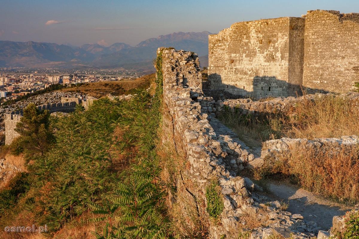 Ruiny Zamku Rozafy ze Szkodrą w tle