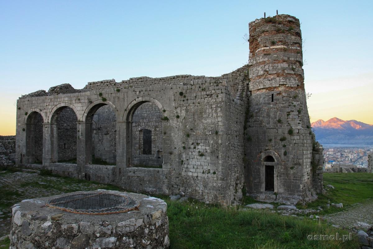 Ruiny meczetu i minaretu w Zamku Rozafy