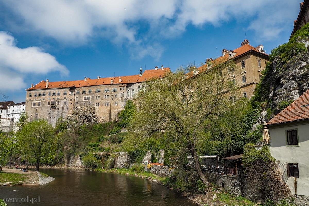 Wełtawa w Czeskim Krumlovie jest dopiero na początku swojego biegu, zatem nie jest jeszcze tak szeroka jak w Pradze. Co nie znaczy, że nie jest malownicza