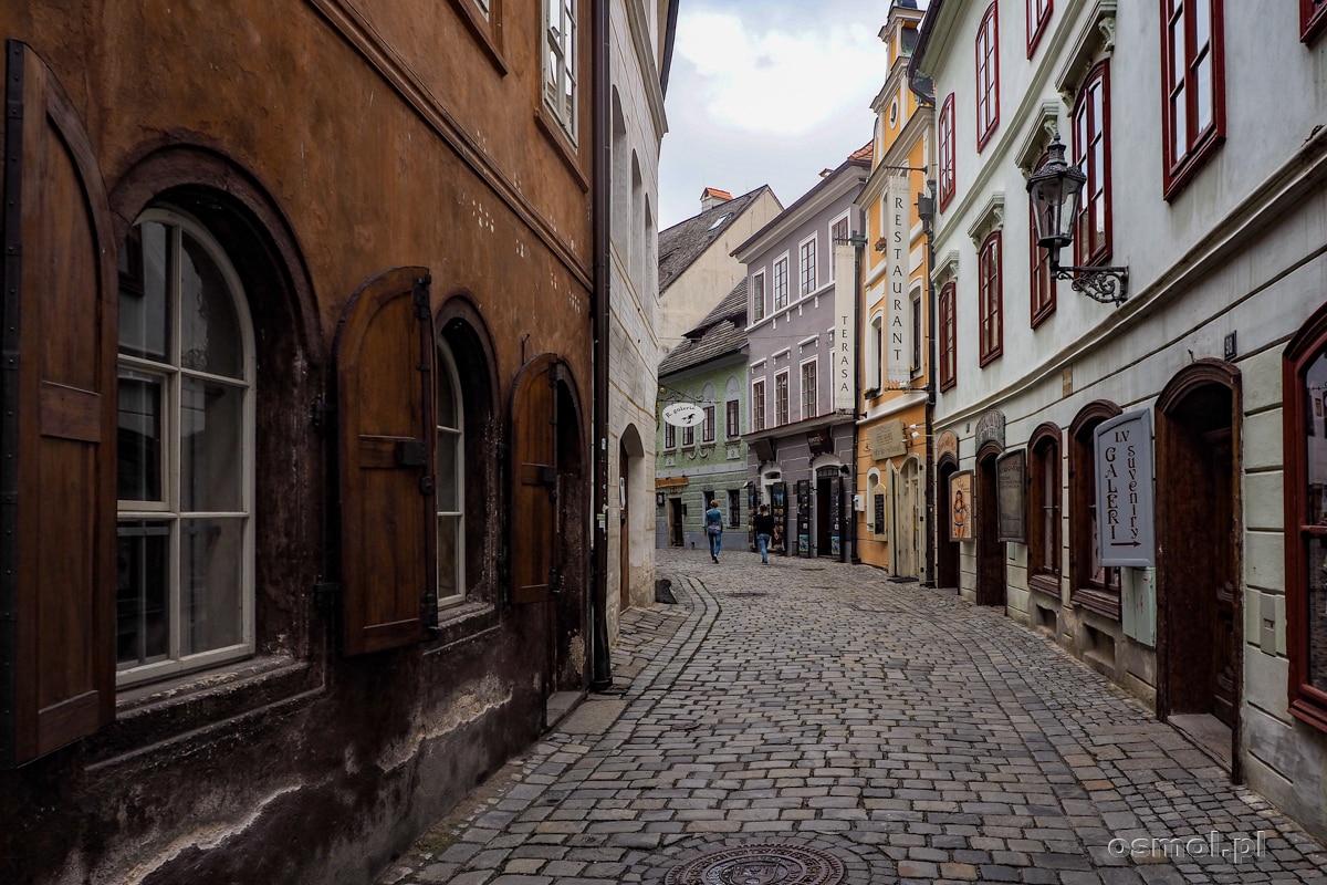 Uliczki w Czeskim Krumlovie wyglądają jak setki lat temu